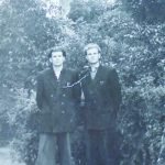J. Kundrotas, jau tapęs žurnalistu Vilniuje, su kraštiečiu Vincu Jankūnu 1957 m.