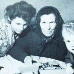 Mama Marijona Kundrotienė su marčia Regina ir vaikaičiu Mindaugu 1962 m.