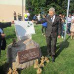 Vievio pradinės mokyklos 100-mečio proga atidengtas paminklinis akmuo