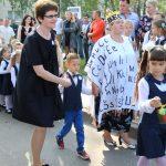 Į mokyklą pirmokus atvedė Abėcėlė, prailgintos dienos grupės mokytoja Rymutė Montvilienė