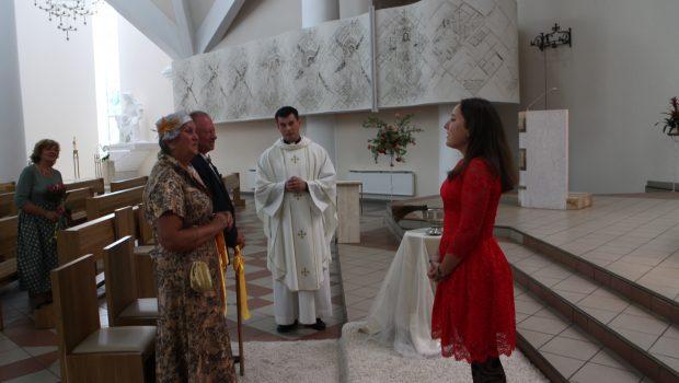 Auksinio jubiliejaus proga sveikina anūkė Sandra