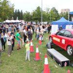 Renginio dalyviai, išbandę automobilį, imituojantį vertimąsi, įsitikino, kad saugos diržas gelbsti gyvybes