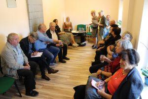 Nesulaukdama valdžios atsakymų į rūpimus klausimus Vievio bendruomenė susirinko pasitarti ką daryti, kad valdžia išgirstų liaudies balsą
