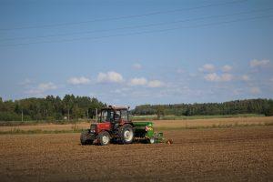 Kol vieni ūkininkai laukia paraiškų vertinimo rezultatų, kiti, teikę dokumentus ankstesniuoju paraiškų priėmimo etapu, jau džiaugiasi paramos teikiama nauda