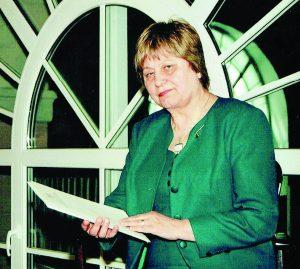 Janina Petrauskaitė-Didžiapetrienė, gavusi apdovanojimą už mokslo sklaidą