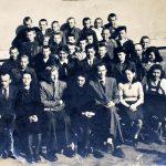 Žaslių gimnazijos mokiniai ir pedagogai 1948 m. (Juozas Kundrotas antroje nuo viršaus eilėje, trečias iš kairės)
