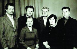 Romualdo ir Teklės Šumskų vaikai: viršuje - Vytautas, Juozas, Bronius, Vaclovas Šumskai, Ona Šumskaitė Janulevičienė ir Emilija Šumskaitė Levickienė