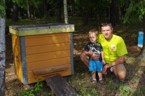 Iš Airijos grįžęs vilnietis ryžosi kaime laikyti bites