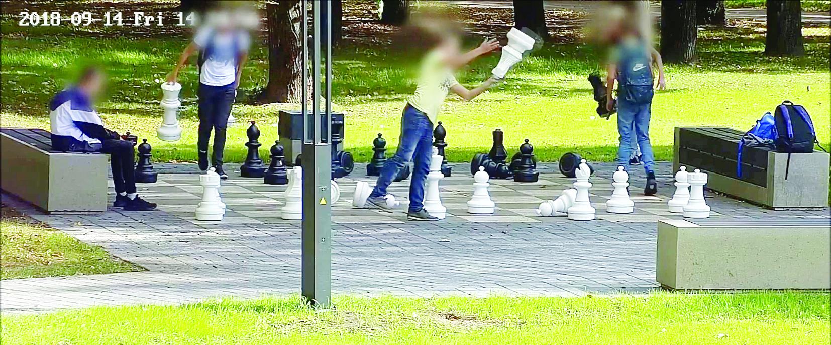 Boulingas vietoj šachmatų baigėsi ikiteisminiu tyrimu