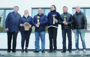 """Šaškių """"Žaibo"""" turnyro nugalėtojams taures įteikė meras Kęstutis Vaitukaitis"""