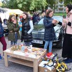 Elektrėnų šeimos namų vaikų dienos centro vaikai su auklėtoja Renata Kazlaite