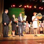 Jubiliejinės šventės proga renginių organizatorę Vidą Ališauskienę sveikino valdžios atstovai