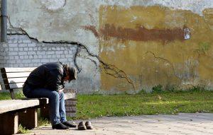 Žmogų į žalingus įpročius dažnai pastūmėja nerimas, depresija, didelė įtampa ar liūdesys