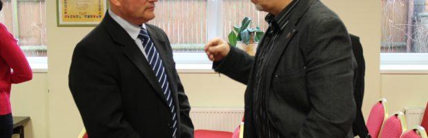 Nušalintas Vievio meno mokyklos direktorius E. Vedeckas ir   Švietimo profesinės sąjungos pirmininkas A. Jurgelevičius