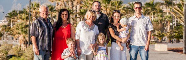 Atostogos Tenerifėje. Iš kairės - Ramūnas Lapinskas, dukra Ieva, žmona Neringa, žentas Brian, marti Rūta, sūnus Audrius ir anūkai