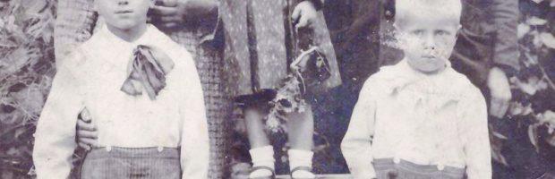 Marijona ir Konstantinas Ramanauskai su vaikais -  Stanislovu, Verute ir Broniumi, 1938 m.