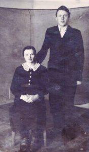 Marijona susitiko su sūnumi Stanislovu po 6 m. nesimatymo. 1952 m. Altajaus kraštas, Kolundos geležinkelio stotis