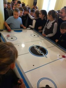 Pertraukas mokykloje vaikai leidžia turiningai ir aktyviai