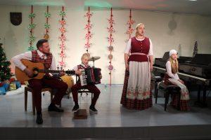Triponų šeima: Eglė, Ignas, mama Lina ir tėtis Marius