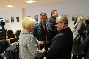 Seniūnai Loreta Karalevičienė ir Arūnas Kanapeckas pasinaudojo viena paskutinių progų  pabendrauti su komisaru Andžej Grudinskij