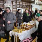 Kad elektrėniškių medaus atsargos neišsektų kasmet rūpinasi bitininkas Antanas Gackas