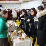 Sveikuolė Bronė Vasiliauskienė mugės dalyvius vaišino sveikais užkandžiais