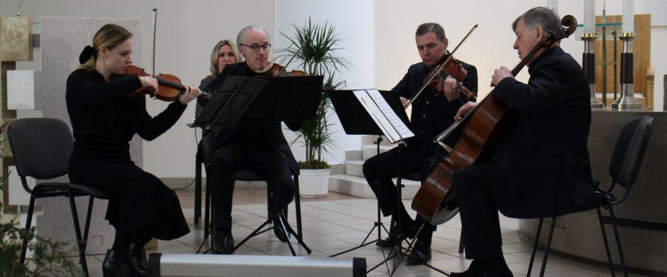 Verbų sekmadienį skambėjo klasikinė muzika