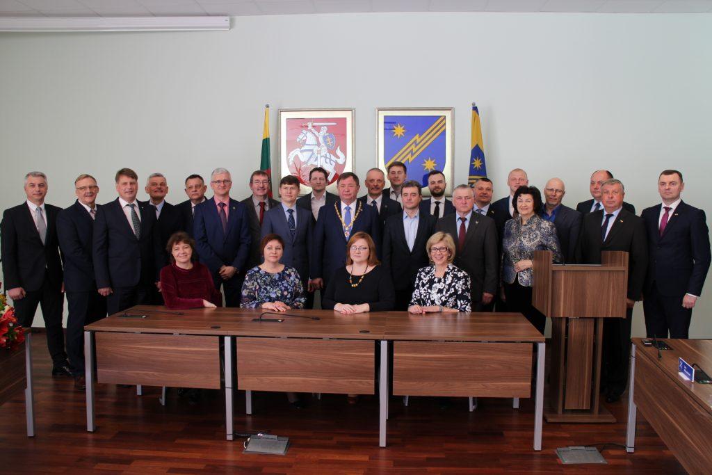 Naujos tarybos posėdis: priesaikos, postai, klaidos