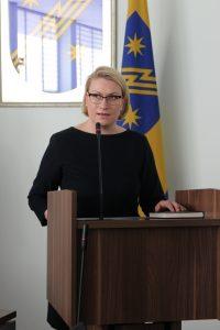 Tarybos nario priesaiką duoda Jūratė Balčiūnaitė
