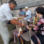 Ūkininką Jeronimą Aleknavičių domino mokytojos Danutės Gudelienės pinamos juostos