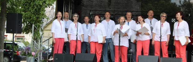 """Pirmą kartą Kazokiškių himną atlieka Vievio kultūros centro kamerinis choras """"Con moto"""" vadovė Audronė Stepankevičiūtė"""