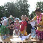 Piešdami ant veido ir rankų Vievio gimnazijos savanoriai vaikus pavertė įvairiais herojais