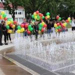 Elektrėnų jaunimo centro atstovai padangę papuošė raudonais, geltonais ir žaliais balionais