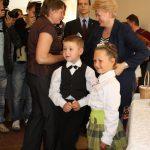 Kazokiškiečiai ne tik bėdas dėl sąvartyno Prezidentei išsakė, bet ir vaikų programėlę parodė bei dovanėlių įteikė