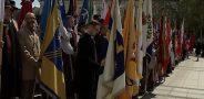 Lietuvos miestų ir miestelių bei užsienio lietuvių vėliavų pagerbimo ceremonijoje. Elektrėnų vėliavą nešė Elektrėnų kultūros centro direktorius Remigijus Suslavičius (II eilėje pirmas iš kairės). Nuotrauka iš LNK mediatekos