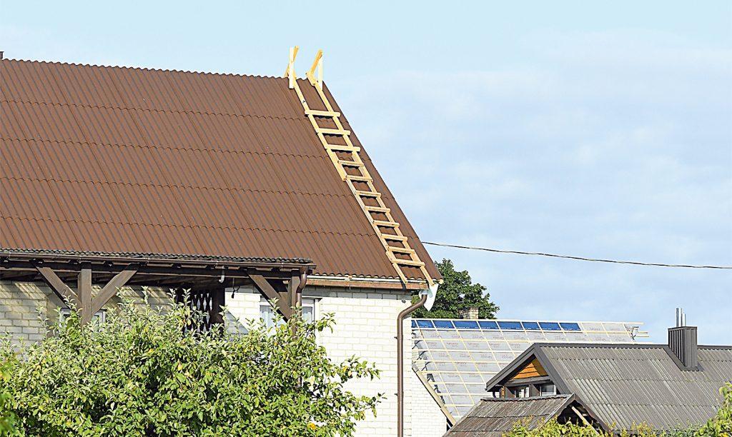 Kaimo gyventojai naudojasi parama asbesto stogams pakeisti