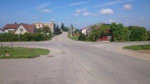 Intensyviausioje kaimo sankryžoje nėra nubraižytų perėjų