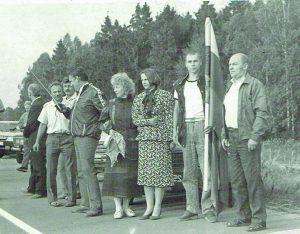 Purių šeima su Palmyra Glazauskiene ir kitais elektrinės darbuotojais