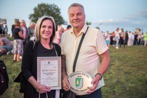 Gražiausios Semeliškių seniūnijos sodybos 2019 titulą pelnė Birutė Andrulevičiutė ir Aloyzas Ubis. A. Kaspučio nuotr.