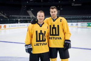 """D. Kasparaitis su asociacijos """"Hockey Lietuva"""" prezidentu Dainiumi Zubrumi"""