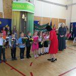 Kietaviškių mokyklos direktorė E. Janavičienė sveikina pirmokus
