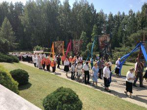 Atlaidai tradiciškai užbaigti buvo procesija apie bažnyčią