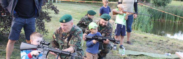 Vaikams didelį įspūdį paliko šaudymas kariškais ginklais