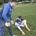 Jaunieji futbolininkai jau suprato žaidimo duobėtame stadione riziką