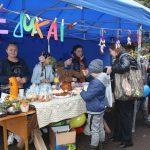 """Kietaviškių, Semeliškių ir Vievio """"Vėjukai"""" vaikų dienos centrų lankytojai pirmą kartą dalyvavo šventėje ir pardavinėjo pačių pagamintus patiekalus ir darbelius"""