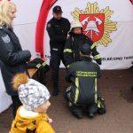 Elektrėnų ugniagesiai gelbėtojai mugėje pristatė tarnybos techniką