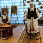 Dzūkiškai renginį vedė Sigita Remeikienė. Savo eilės koncertuoti laukia Vievio meno mokyklos mokytoja Birutė Giraitytė - Cikanienė