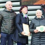 Gražiausios Gilučių seniūnijos sodybos savininkai – Jolanta ir Viktoras Baradulinai ir Marijona Staneliūnienė
