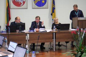 """Klausimą apie šilumos kainos skaičiavimo pakeitimus  posėdyje teikė neegzistuojančios bendrovės """"Lietuvos energijos gamyba"""" atstovas Elmaras Mickūnas"""