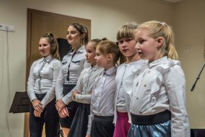 Koncertuoja Vievio meno mokyklos mokinės